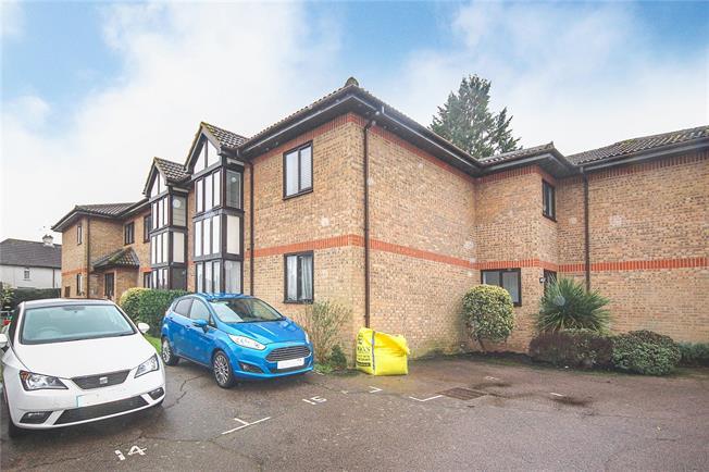 Asking Price £240,000, 1 Bedroom Flat For Sale in Harpenden, AL5