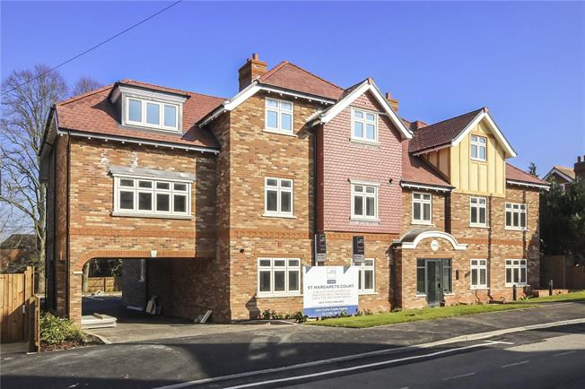 Guide Price £600,000, 3 Bedroom Flat For Sale in Harpenden, Hertfordshire, AL5