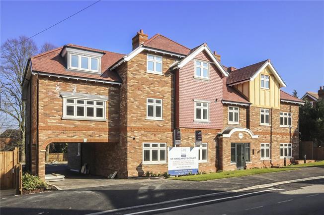 Guide Price £550,000, 3 Bedroom Flat For Sale in Harpenden, Hertfordshire, AL5
