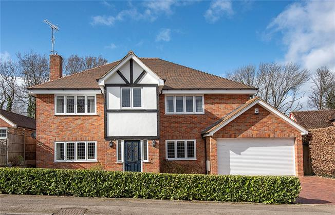 Guide Price £1,750,000, 5 Bedroom Detached House For Sale in Harpenden, Hertfordshire, AL5