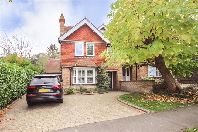 Asking Price £1,250,000, 4 Bedroom Semi Detached House For Sale in Harpenden, AL5