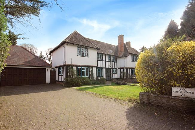 Guide Price £2,500,000, 5 Bedroom Detached House For Sale in Harpenden, AL5