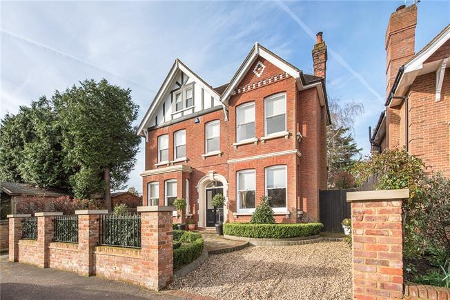 Guide Price £2,495,000, 6 Bedroom Detached House For Sale in Harpenden, AL5
