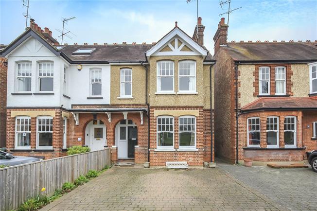 Guide Price £950,000, 4 Bedroom Semi Detached House For Sale in Harpenden, AL5