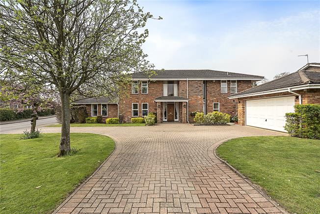 Guide Price £1,550,000, 4 Bedroom Detached House For Sale in Hertfordshire, AL5