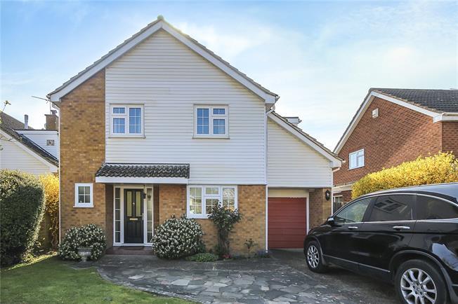 Guide Price £950,000, 4 Bedroom Detached House For Sale in Harpenden, AL5
