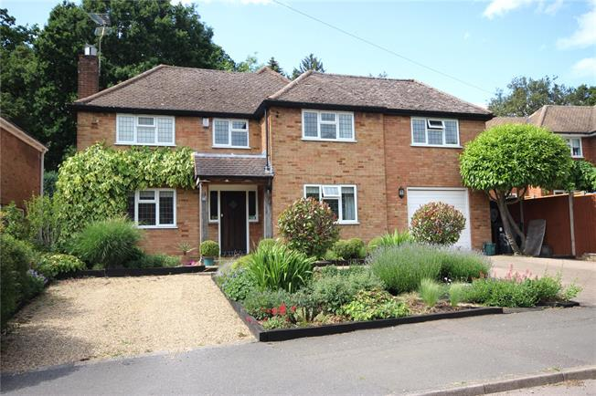 Guide Price £1,095,000, 4 Bedroom Detached House For Sale in Hertfordshire, AL5