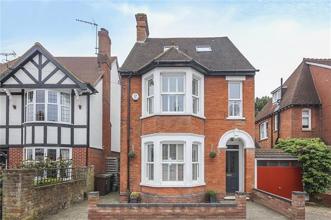 Asking Price £1,200,000, 5 Bedroom Detached House For Sale in Harpenden, AL5