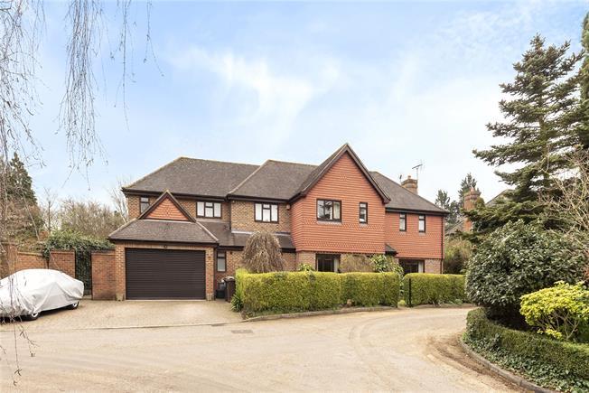 Guide Price £1,975,000, 5 Bedroom Detached House For Sale in Harpenden, AL5
