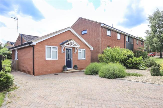 Guide Price £595,000, 3 Bedroom Semi Detached House For Sale in Harpenden, AL5