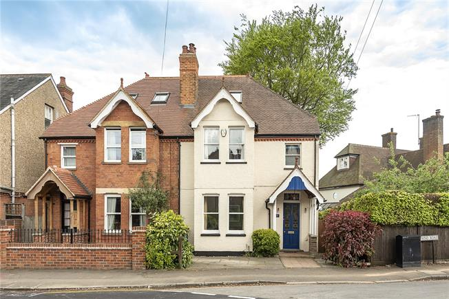 Guide Price £1,050,000, 4 Bedroom Semi Detached House For Sale in Harpenden, AL5