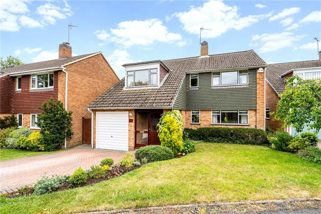 Guide Price £800,000, 4 Bedroom Detached House For Sale in Harpenden, AL5