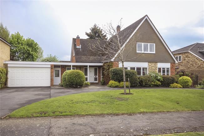 Guide Price £1,125,000, 4 Bedroom Garage For Sale in Harpenden, Herts, AL5