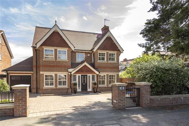 Guide Price £2,200,000, 5 Bedroom Detached House For Sale in Harpenden, AL5