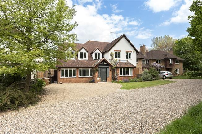 Guide Price £1,650,000, 5 Bedroom Detached House For Sale in Harpenden, AL5