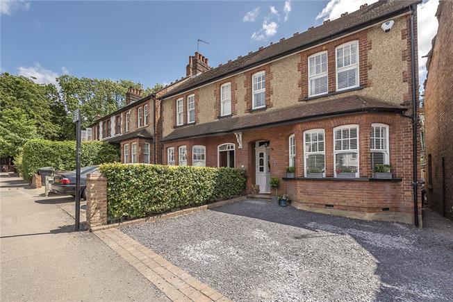 Guide Price £925,000, 3 Bedroom Semi Detached House For Sale in Harpenden, AL5