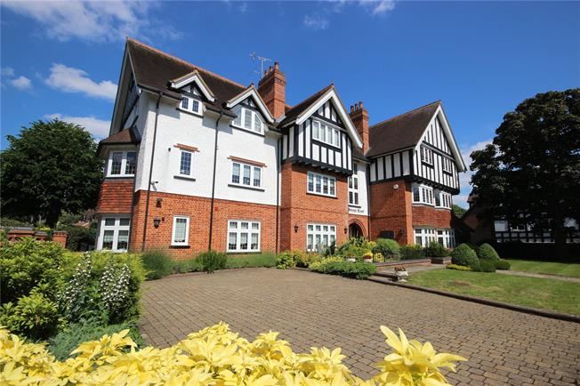 Guide Price £695,000, 2 Bedroom Flat For Sale in Harpenden, Hertfordshire, AL5