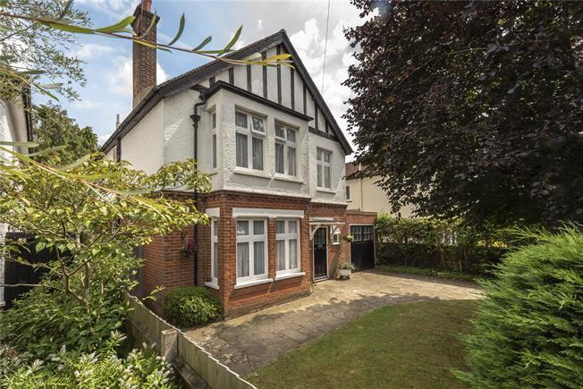 Guide Price £1,450,000, 6 Bedroom Detached House For Sale in Harpenden, AL5