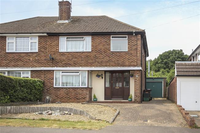 Guide Price £550,000, 3 Bedroom Semi Detached House For Sale in Harpenden, AL5