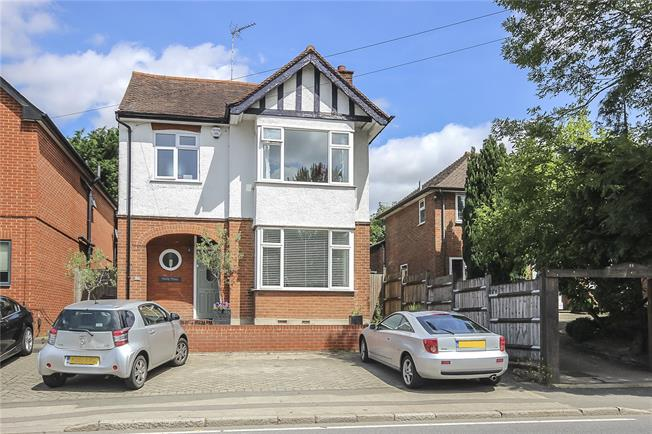 Guide Price £575,000, 3 Bedroom Detached House For Sale in Harpenden, AL5