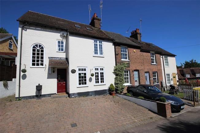 Guide Price £595,000, 3 Bedroom Semi Detached House For Sale in Harpenden, Hertfordshire, AL5