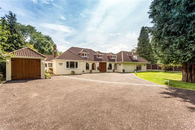 Guide Price £1,300,000, 3 Bedroom Detached House For Sale in St. Albans, Hertfordshire, AL3