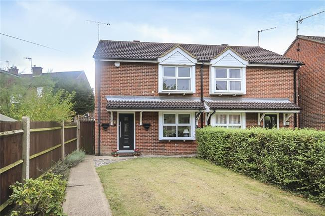 Guide Price £435,000, 2 Bedroom Semi Detached House For Sale in Harpenden, Hertfordshire, AL5