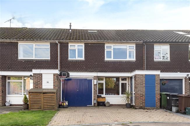 Guide Price £585,000, 4 Bedroom Terraced House For Sale in Hertfordshire, AL5