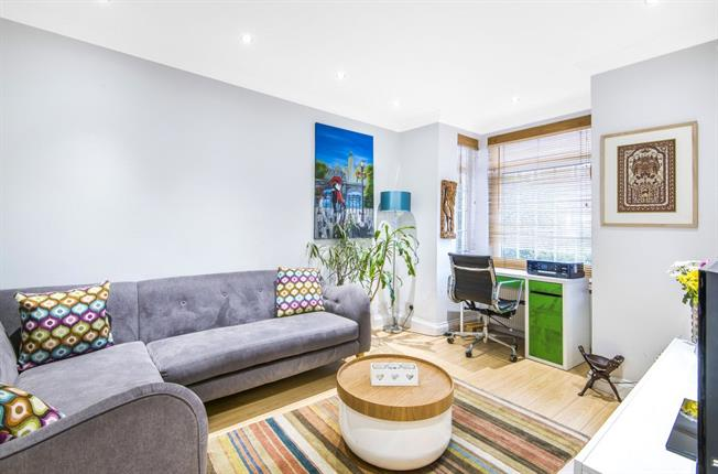 Guide Price £675,000, 3 Bedroom Terraced House For Sale in London, N12