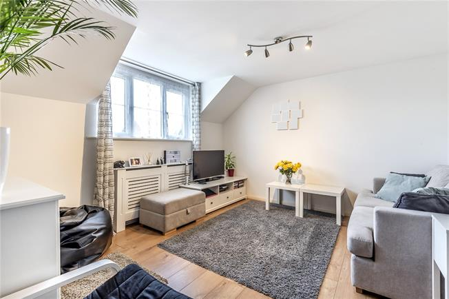 Asking Price £320,000, 2 Bedroom Flat For Sale in Barnet, EN5