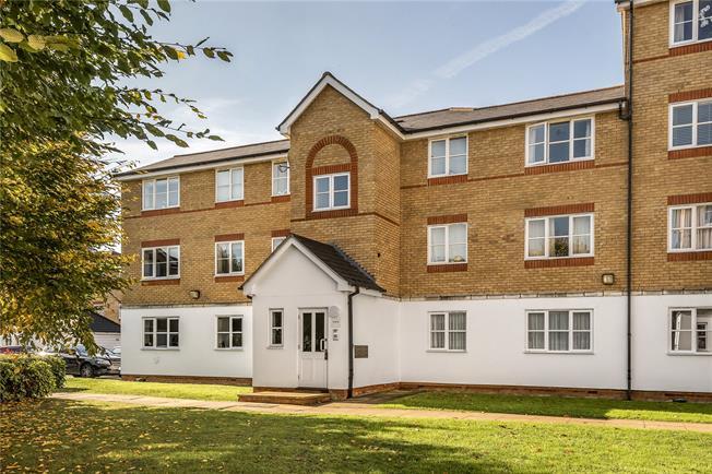 Asking Price £325,000, 2 Bedroom Flat For Sale in Barnet, EN4