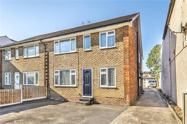 Asking Price £350,000, 2 Bedroom Flat For Sale in Barnet, EN4