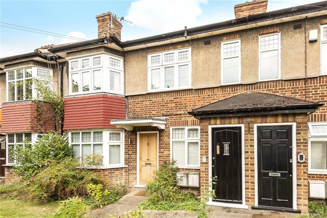 Asking Price £355,000, 2 Bedroom Flat For Sale in London, N20
