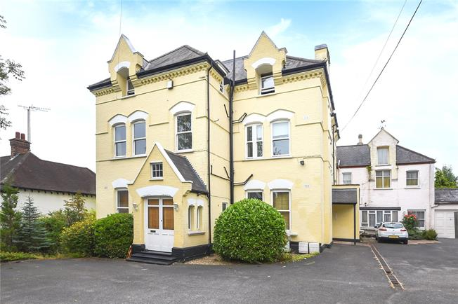 Asking Price £400,000, 1 Bedroom Flat For Sale in Oakleigh Park, N20