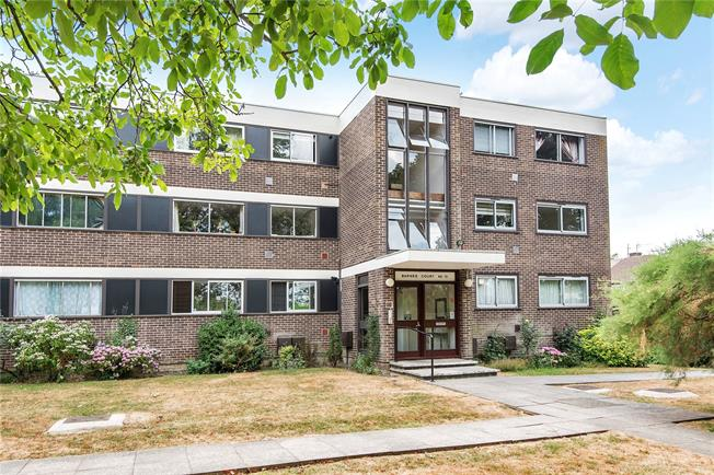 Guide Price £450,000, 2 Bedroom Flat For Sale in New Barnet, EN5
