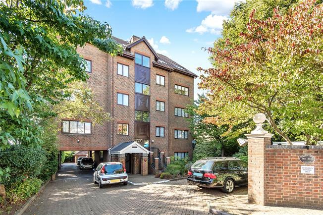 Asking Price £595,000, 2 Bedroom Flat For Sale in London, N20