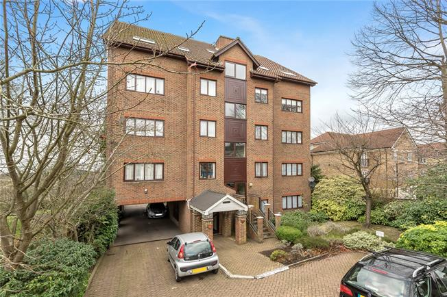 Asking Price £625,000, 2 Bedroom Flat For Sale in London, N20