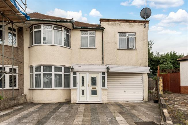 Guide Price £675,000, 3 Bedroom Semi Detached House For Sale in East Barnet, EN4