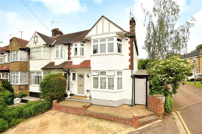 Asking Price £700,000, 3 Bedroom End of Terrace House For Sale in London, N20