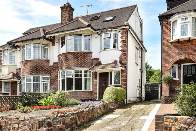 Guide Price £700,000, 4 Bedroom Semi Detached House For Sale in London, N20