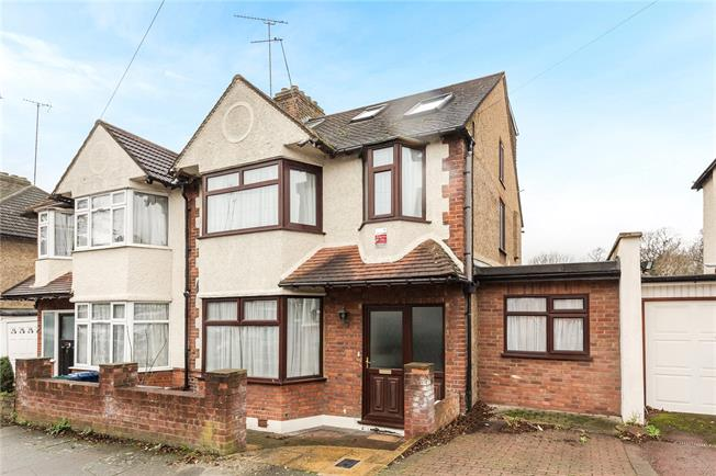 Asking Price £760,000, 4 Bedroom Semi Detached House For Sale in London, N20