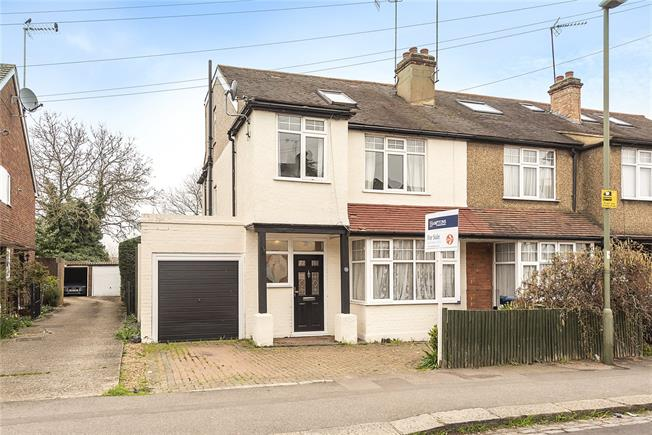 Guide Price £625,000, 4 Bedroom Semi Detached House For Sale in Barnet, EN5