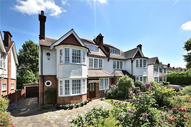 Asking Price £1,300,000, 6 Bedroom Semi Detached House For Sale in London, N20