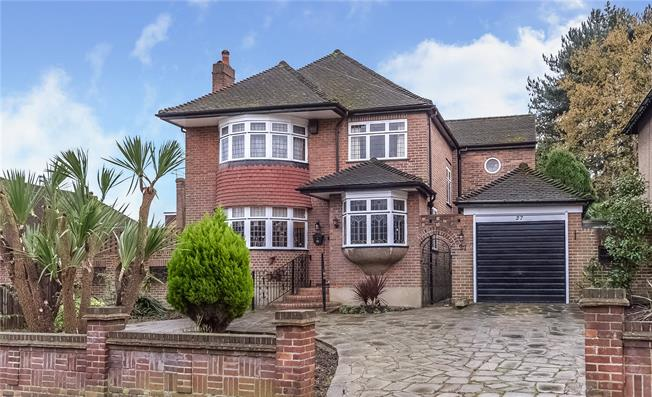 Asking Price £1,295,000, 4 Bedroom Detached House For Sale in London, N20