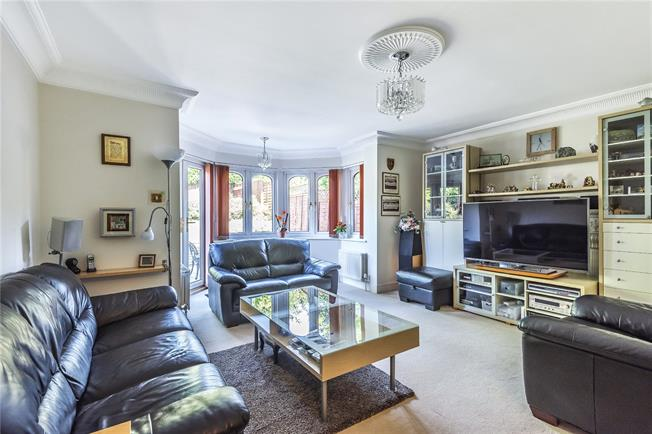 Asking Price £1,000,000, 5 Bedroom Detached House For Sale in London, N20