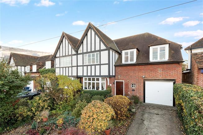 Asking Price £935,000, 4 Bedroom Semi Detached House For Sale in London, N20