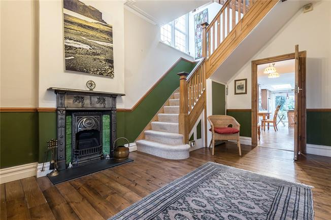 Asking Price £1,395,000, 6 Bedroom Detached House For Sale in London, N20