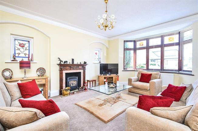 Asking Price £1,650,000, 5 Bedroom Detached House For Sale in London, N20