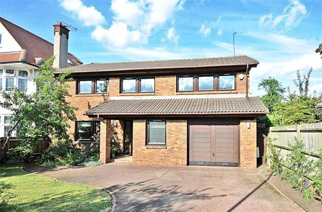 Asking Price £1,550,000, 4 Bedroom Detached House For Sale in London, N20