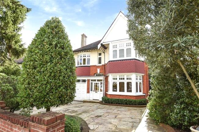 Asking Price £1,515,000, 5 Bedroom Detached House For Sale in London, N20